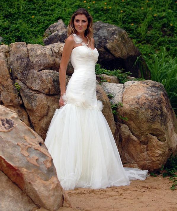 augusta_jones_bridal_collection_winter_2012_10