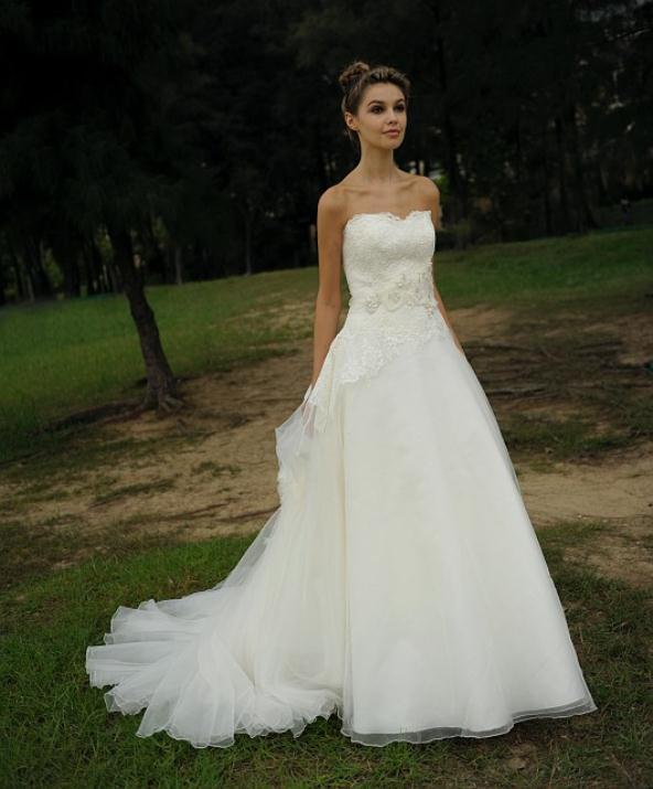 augusta_jones_bridal_collection_winter_2012_17