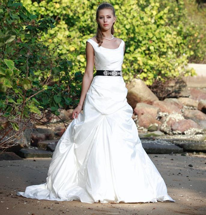 augusta_jones_bridal_collection_winter_2012_32