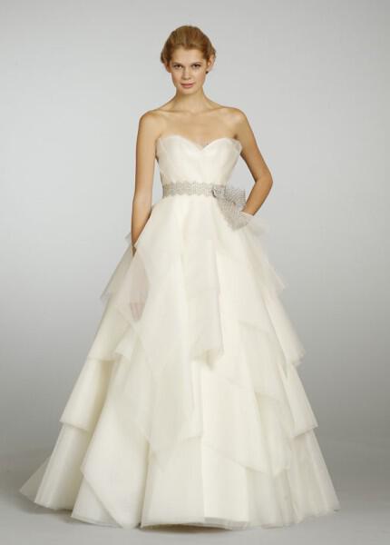 nifika-2013_alvina-valenta-bridal-silk-organza-a-line-gown-sweetheart-neck-layers-silver-belt-crystal-natural-waist-9306_zm