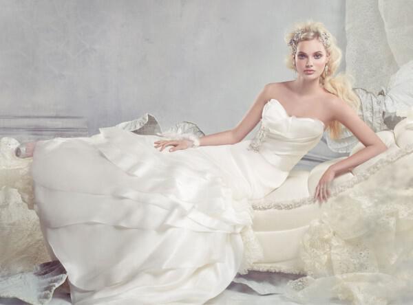 nifika-2013_alvina-valenta-bridal-silk-satin-organza-gown-sweetheart-neck-layers-ribbon-belt-natural-waist-tiered-9300_zm
