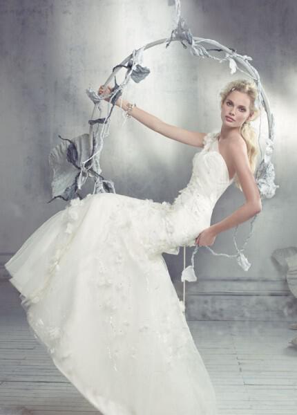nifika-2013_alvina-valenta-bridal-trumpet-gown-beaded-embroidered-tulle-one-shoulder-straps-jeweled-flower-detail-9316_zm
