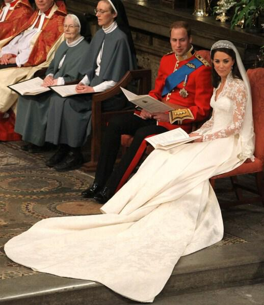 113304-britains-prince-william-and-his-bride-kate-middleton