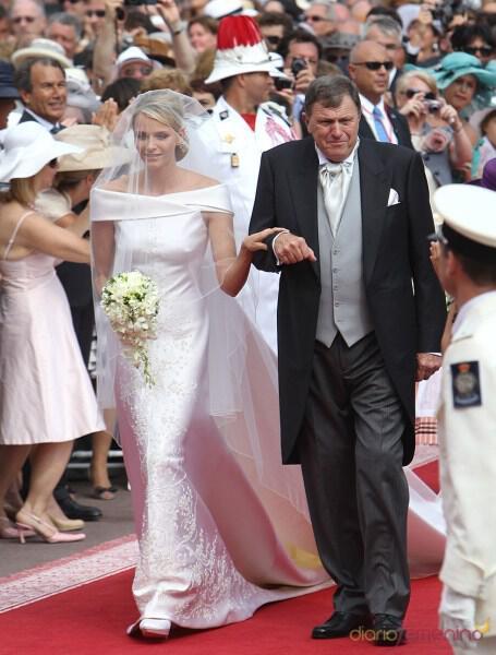 20489_el-vestido-de-novia-de-armani-de-charlene-wittstock-el-dia-de-la-boda-real-de-monaco