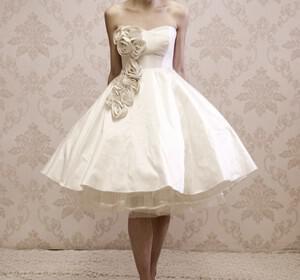 Kula Tsurdiu wedding dress 12 300x280 - Kula Tsurdiu Μια Ελληνίδα σχεδιάστρια γεμάτη ρομαντισμό….
