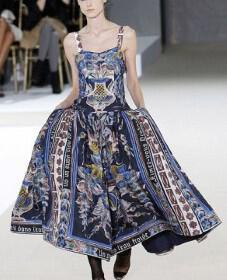 Rochas 227x280 - Καλεσμένες! Τι θα φορέσετε την Άνοιξη και το καλοκαίρι του 2011