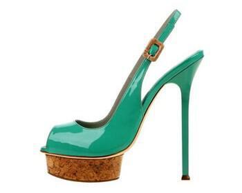 dukas5 350x280 - Τάσεις στα καλοκαιρινά παπούτσια του 2011