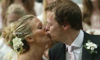 eftixia gamos nifi gampros - Ο ευτυχισμένος γάμος «αντίδοτο» στη γρίπη