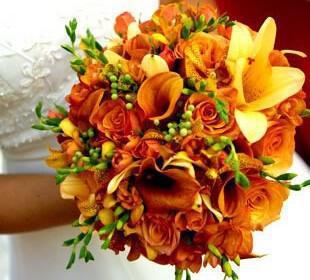 gamos portokali bouketo nifi 310x280 - Στολισμός γάμου πορτοκαλί χρώμα