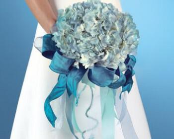 mpouketo nifi stolismos gamos mple galazio 350x280 - Χρώμα γάμου μπλε - στολισμός, ιδέες, λουλούδια