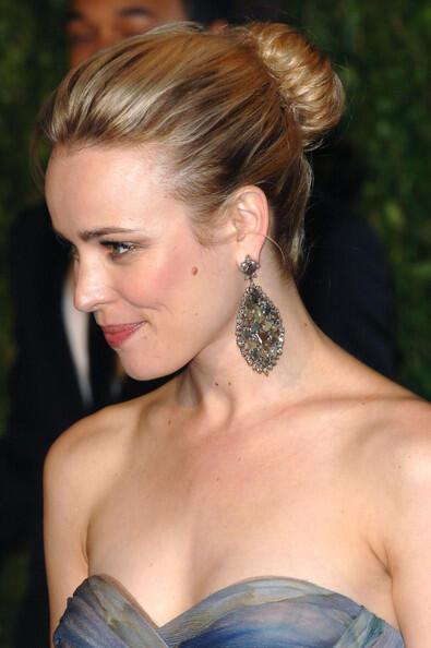 2010+Vanity+Fair+Oscar+Party+Hosted+Graydon+UsnAJkh5GFhl - Νυφικά χτενίσματα: Αριστοκρατικά Σινιόν