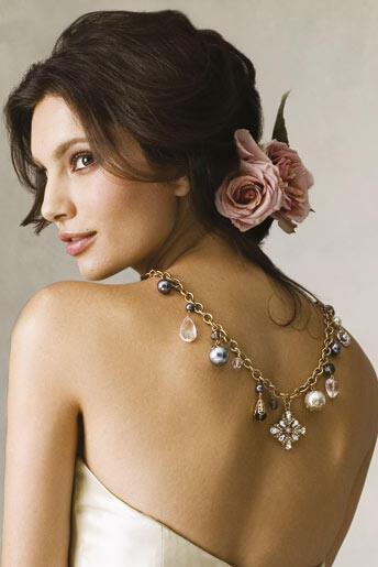 94612 wedding hair flower ideas 2 - Νυφικά χτενίσματα με λουλούδια στα μαλλιά