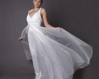 HB 06 350x280 - Haute Bridal Ονειρικά νυφικά εμπνευσμένα από τις τάσεις της μόδας!