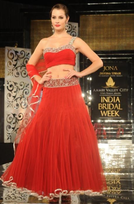 Model in Jyostna Tiwari2 - Ινδικά νυφικά για ξεχωριστές νύφες