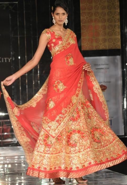 Model in Pallavi Jaikishan 5 - Ινδικά νυφικά για ξεχωριστές νύφες