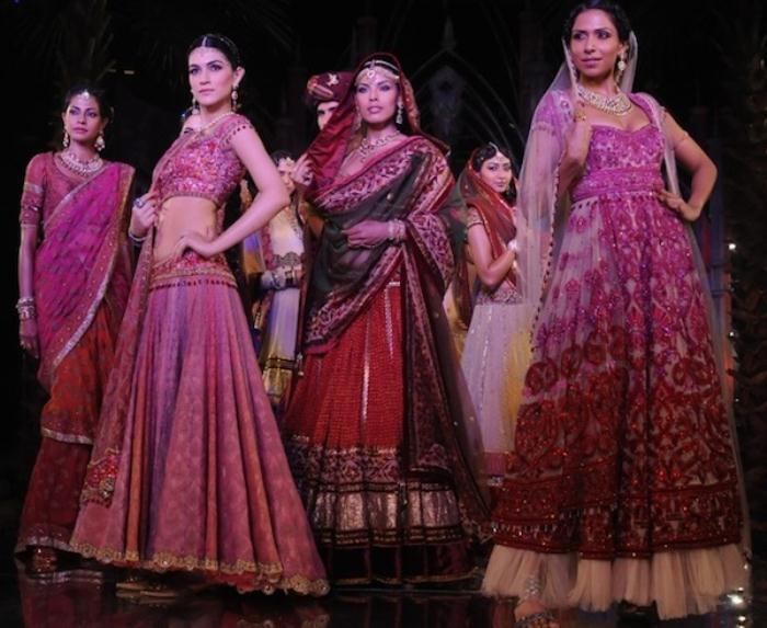 Models-in-Tarun-Tahiliani-8
