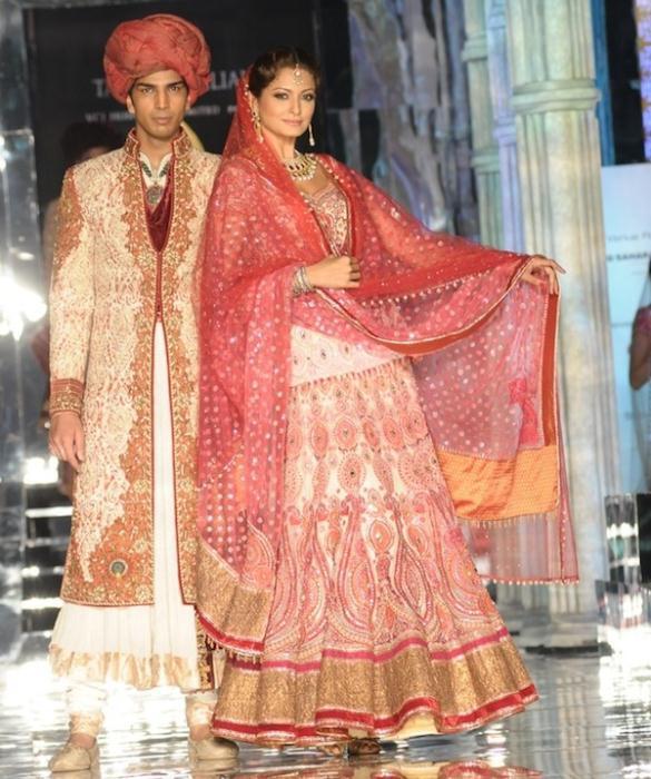 Models in Tarun Tahiliani6 - Ινδικά νυφικά για ξεχωριστές νύφες