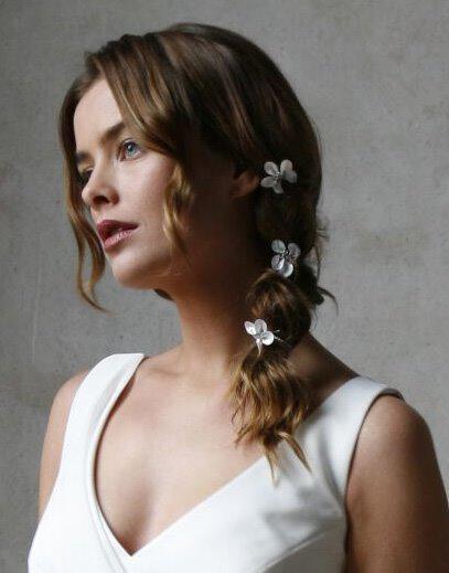 bridal hair - Νυφικά χτενίσματα με λουλούδια στα μαλλιά