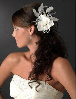 feather flower hairpin - Νυφικά χτενίσματα με λουλούδια στα μαλλιά