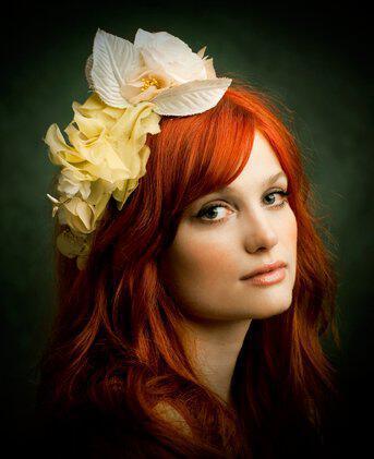 flower hair accessories - Νυφικά χτενίσματα με λουλούδια στα μαλλιά