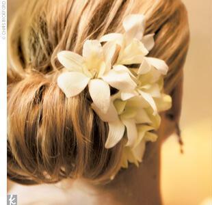 hair - Νυφικά χτενίσματα με λουλούδια στα μαλλιά