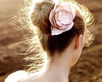 il 570xn 243370262 350x280 - Νυφικά χτενίσματα με λουλούδια στα μαλλιά