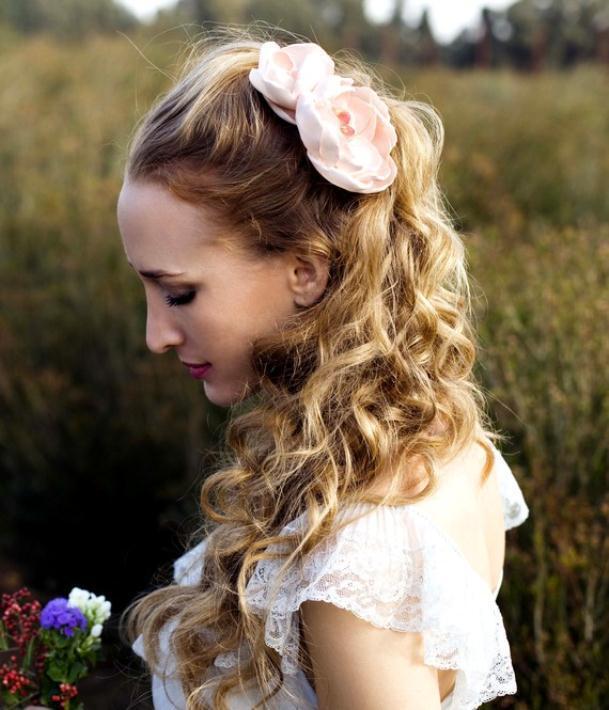 il 570xn 244431258 - Νυφικά χτενίσματα με λουλούδια στα μαλλιά