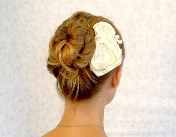 il 570xn 247147060 - Νυφικά χτενίσματα με λουλούδια στα μαλλιά