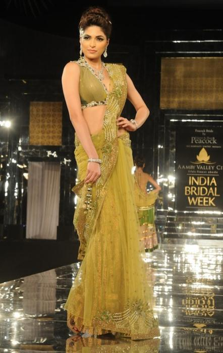 model in shane 2 Ινδικά νυφικά για ξεχωριστές νύφες