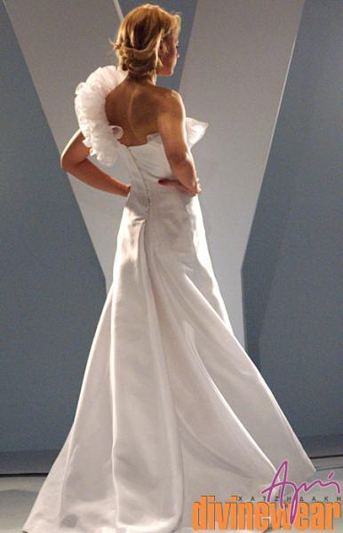 nifiko mega1 back - BrideStyle βρείτε όλες τις λεπτομέρειες που θα ολοκληρώσουν την εικόνα της νύφης