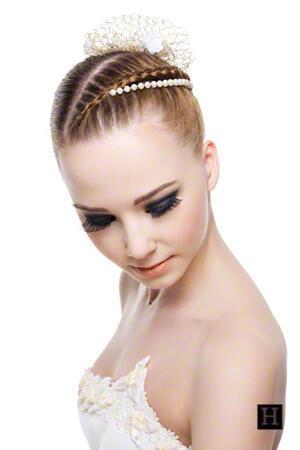 updo 49922509 f - Νυφικά χτενίσματα για Ξανθά μαλλιά