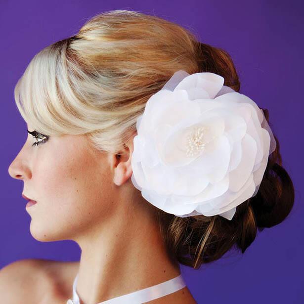 wedding hair flower - Νυφικά χτενίσματα με λουλούδια στα μαλλιά