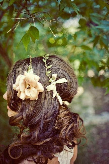 nifiko xtenisma stefani mallia 5 - Νυφικά χτενίσματα  με στεφάνι στα μαλλιά