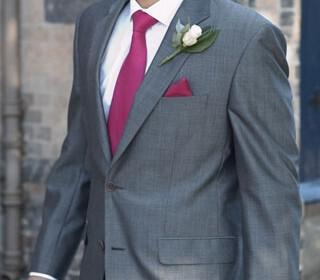 the groom suit in a fall wedding 3 320x280 - Διαλέξτε μαζί το γαμπριάτικο κοστούμι!
