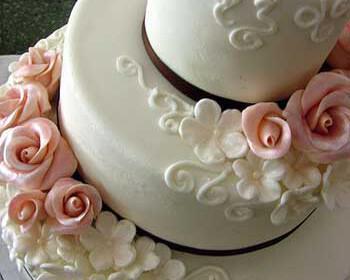 tourta gamou 7 350x280 - Γαμήλια τούρτα με προσωπικότητα