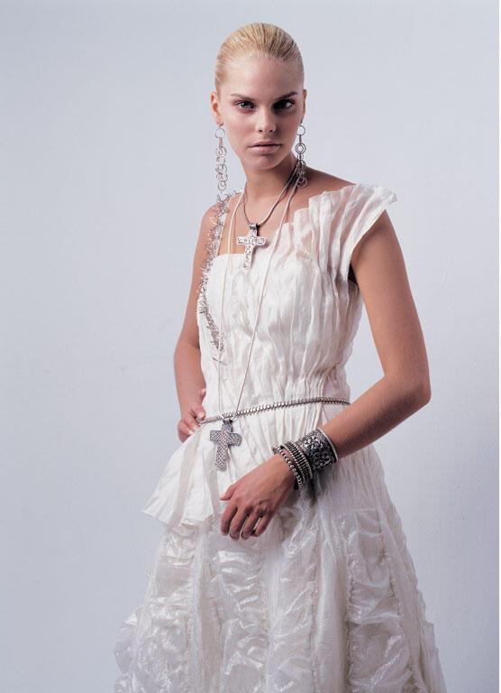 nifiko20074 - Ioanna Mitrousi 2012 Collection νυφικών απο μετάξι και ιδιαίτερα υλικά
