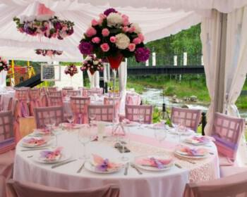 Outdoor wedding reception decorations 350x280 - Δεξίωση γάμου σε κτήμα