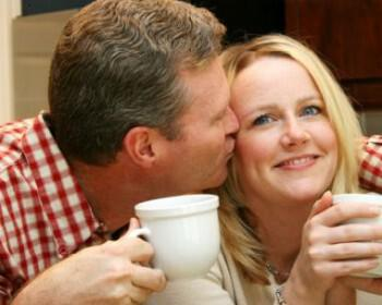 happy marriage 350x280 - Συμβουλές για να μην ρουτινιάσει ο γάμος σας