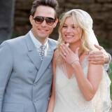 kate moss jamie hince wedding 01 160x160 - Διάσημοι γάμοι - Νυφες του 2011