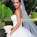 kim kardashian 5 300x400 160x160 - Διάσημοι γάμοι - Νυφες του 2011