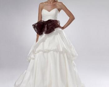 2011102515254563726 350x280 - Νυφικά Φορεματα 2012 Lis Simon Συλλογή νυφικών Καλοκαίρι 2012