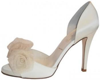 321 350x280 - Νυφικά παπούτσια 2012 Something Bleu ...για κάθε στυλ !