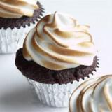 Toasted Marshmallow Cupcake Lip Balm 160x160 - Καλοκαιρινός γάμος Δεξίωση DIY: Πώς να διαμορφώσετε έναν οικονομικό μπουφέ μόνες σας!