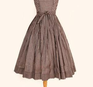 f3e8172791964b0f59caefb955e514f2.image .300x516 300x280 - Κουμπάρα : Τόλμησε ένα vintage φόρεμα!