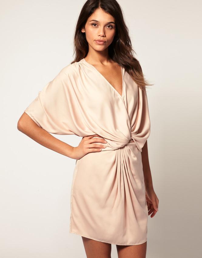 aefe175a351a Δείτε τα πιο όμορφα φορέματα σε nude απόχρωση που συλλέξαμε για εσάς από το  asos.com.