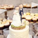 cute bride groom wedding cake toppers custom with realistic wedding garb gamilia tourta 160x160 - Τα πιο όμορφα toppers για γαμήλιες τούρτες