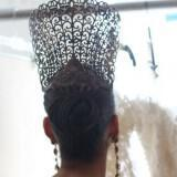 regal wedding hairstyle sleek bridal bun with crown nifiko xtenisma 2013 160x160 - Νυφικά χτενίσματα 2013 Οι τάσεις για το 2013
