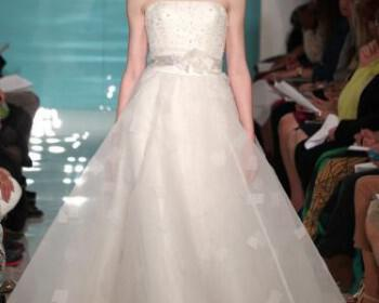nifika 2013 wedding dress trend sheer necklines illusion fabric reem acra 9  full 350x280 - Νυφικά Reem Acra Συλλογή Άνοιξη 2013