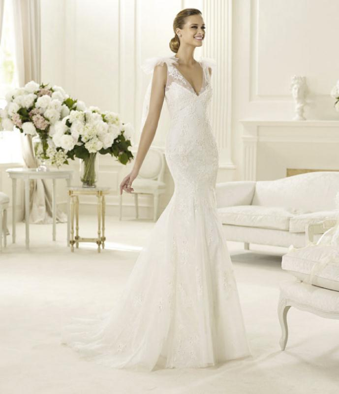 058da8b1ad70 Με σοβαρό ύφος και υψηλή αισθητική αυτά τα νυφικά φορέματα θα σας μαγέψουν.  Σε αμπίρ και Α γραμμή με υπέροχες σιλουέτες και κολακευτικές εφαρμογές  είναι ...
