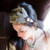 funky wedding hair accessory bridal headband feather adorned  full carousel 160x160 - Εντυπωσιακά αξεσουάρ για τα μαλλιά της νύφης που θα μαγνητίσουν τα βλέμματα!